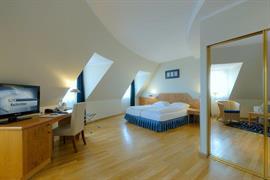 95469_004_Guestroom