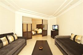 93724_006_Suite