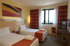 98293_004_Guestroom