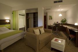 93656_005_Guestroom