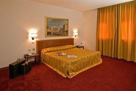 98276_006_Guestroom