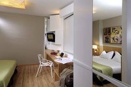 98163_006_Guestroom