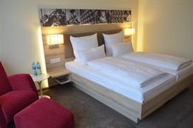 95353_005_Guestroom