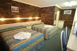 90711_004_Guestroom