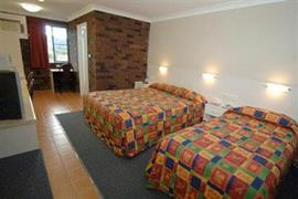 90711_005_Guestroom