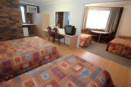 90711_006_Guestroom