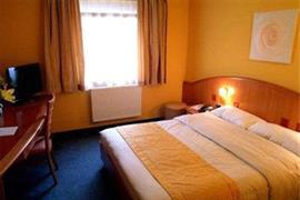 92914_006_Guestroom