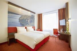 95473_002_Guestroom