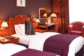cedar-court-hotel-leeds-bradford-bedrooms-08-83949