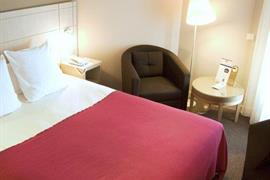 93618_005_Guestroom