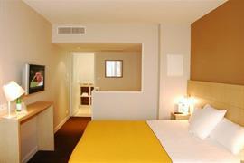 93618_006_Guestroom