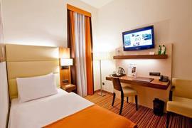 81013_005_Guestroom