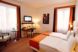 81013_006_Guestroom