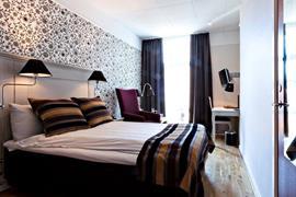 88119_005_Guestroom