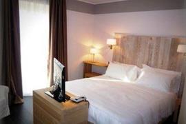 98304_006_Guestroom