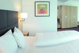 95406_007_Guestroom