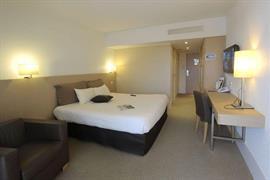 93585_005_Guestroom