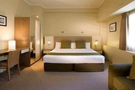 97207_002_Guestroom