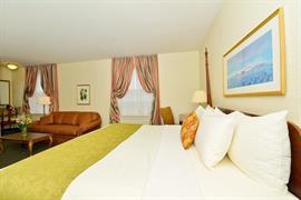 39080_007_Guestroom