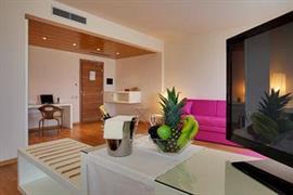 98346_005_Guestroom