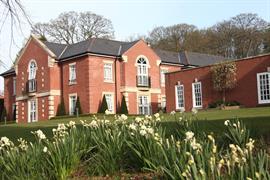 manor-hotel-meriden-grounds-and-hotel-03-83947