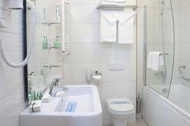 77596_006_Guestroom