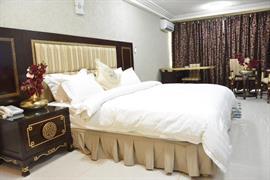 75501_002_Guestroom