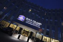 park-grand-london-heathrow-gateway-hotel-grounds-and-hotel-03-83951
