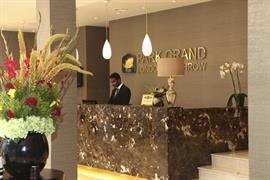 park-grand-london-heathrow-gateway-hotel-grounds-and-hotel-08-83951