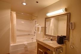 05665_007_Guestroom