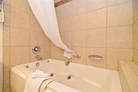 06144_003_Guestroom