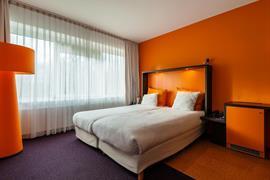 92732_002_Guestroom