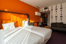 92732_004_Guestroom