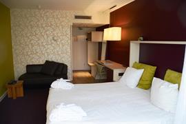 92732_006_Guestroom