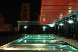 76585_006_Pool