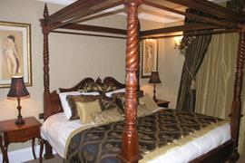 west-retford-hotel-bedrooms-02-83857