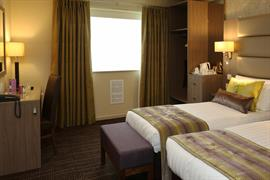 pontypool-metro-hotel-bedrooms-03-83543