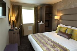 pontypool-metro-hotel-bedrooms-05-83543