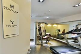 98327_004_Healthclub