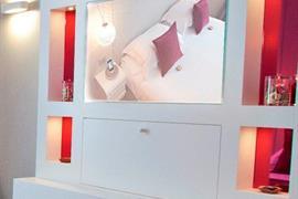 93737_006_Guestroom
