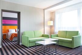 81012_005_Guestroom