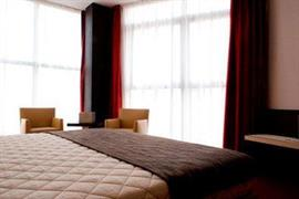 98295_004_Guestroom