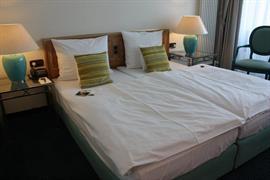 95341_004_Guestroom