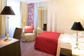 95023_005_Guestroom