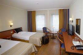 92647_007_Guestroom