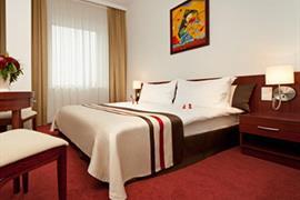 81010_007_Guestroom
