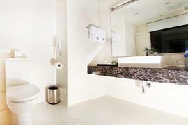 78695_004_Guestroom