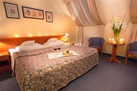 81002_007_Guestroom