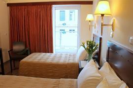 77525_005_Guestroom