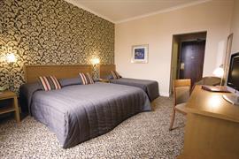 queens-hotel-bedrooms-04-83495